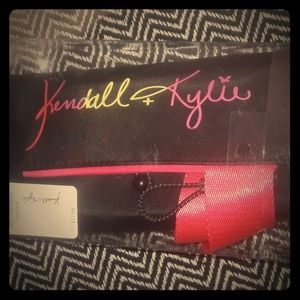 Kendall and Kylie make-up brush belt